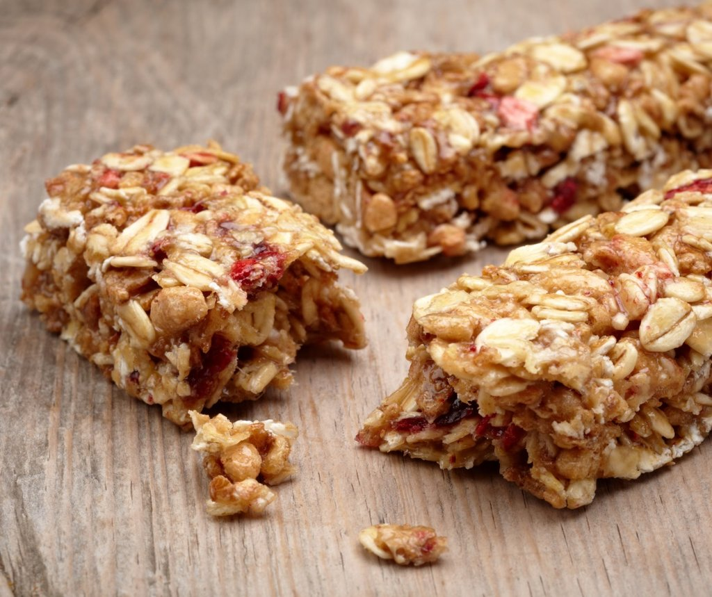 Fruit and oat breakfast bar